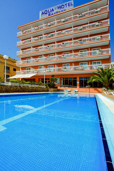 Costa Brava, Aqua Hotel Bertran, piscina exterioara.jpg