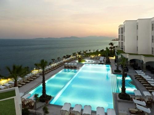 Hotel Xanadu Island Suites  piscina.jpg