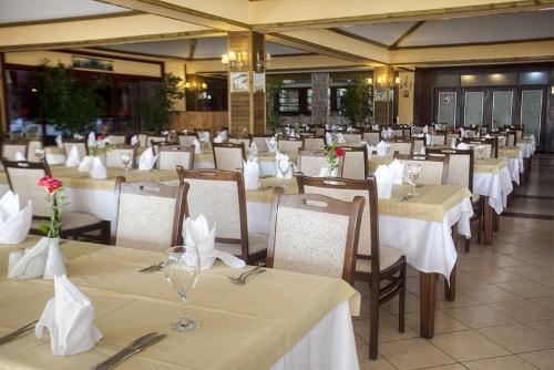 Hotel Incekum Beach Resort restaurant.jpg