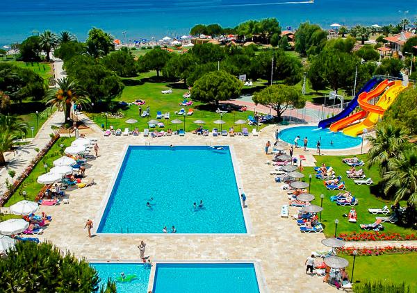Kusadasi, Hotel Batihan, piscina exterioara, mare.jpg
