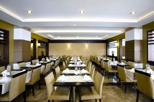 Hotel Saturn Palace  restaurant.JPG