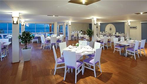 Hotel Armonia Holiday Village restaurant.jpg