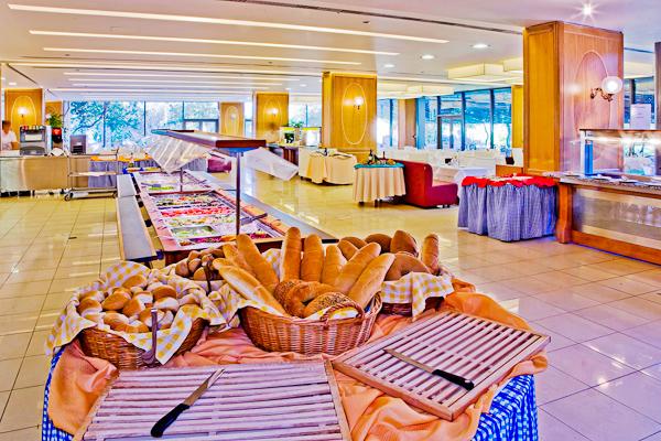 Kos, Hotel Caravia Beach, bufet restaurant.jpg