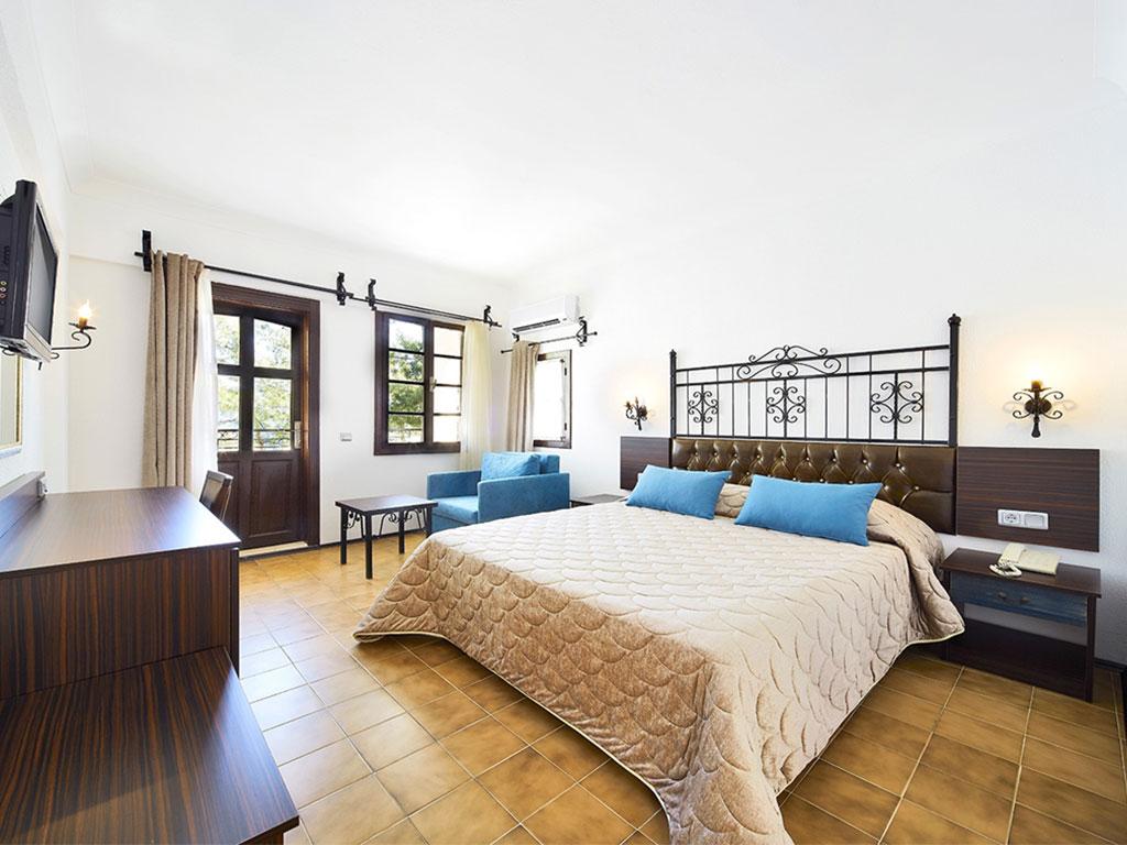 iphotels_ideal_panaroma_standard_room_01.jpg
