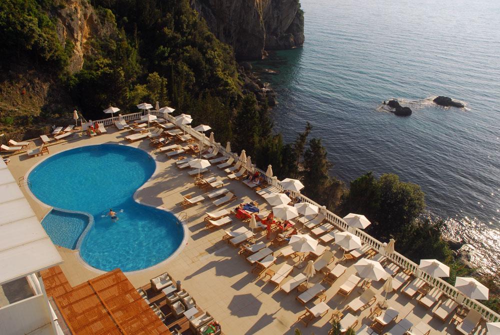 Piscina Hotel Agios Gordis.JPG