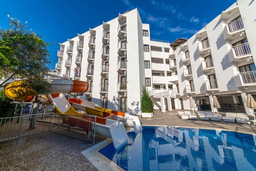 iphotels_ideal_panaroma_pool_09.jpg