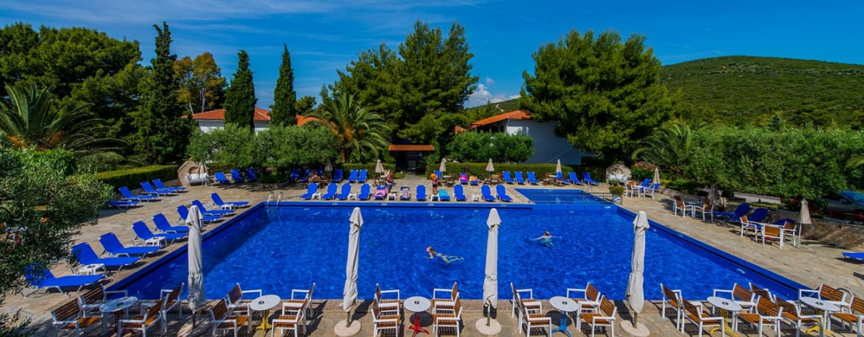 philoxenia b piscina.jpg