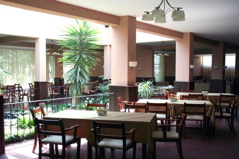 Oasis_hotel_restaurant2.jpg