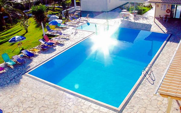 Corfu, Hotel Nasos & Daisy, piscina exterioara.jpg