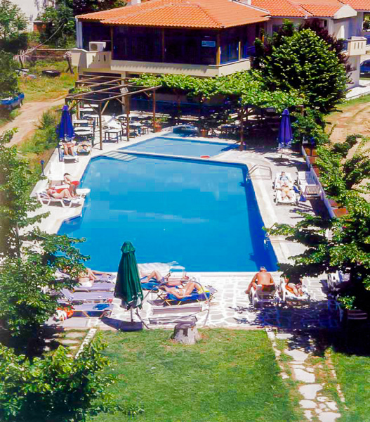 Thassos, Hotel Thalassies, piscina exterioara.jpg