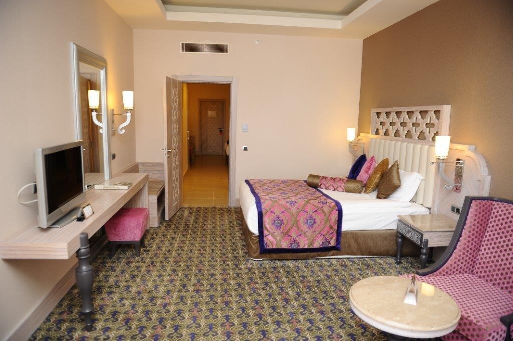 Hotel Royal Alhambra Palace camera cu pat matrimonial