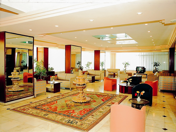 Kusadasi, Hotel Surtel, lobby.jpg