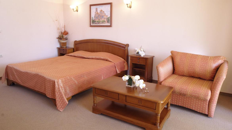 doublebedroom1.jpg