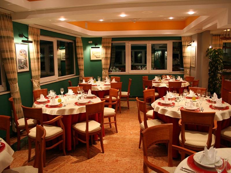 Hotel-Villa-Dvor-restoran_site.jpg
