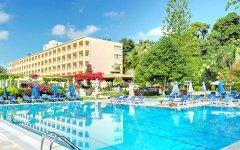 Corfu Palace piscina.jpg