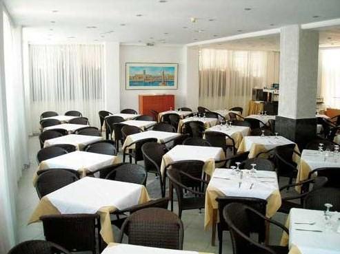 Restaurant Hotel Thalia.jpg