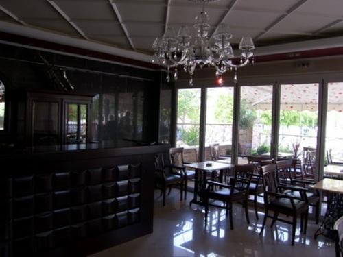 Vila Varonos restaurant.JPG