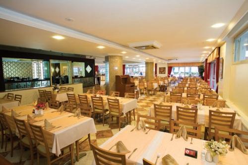 Hotel Fame Residence Park restaurant.jpg