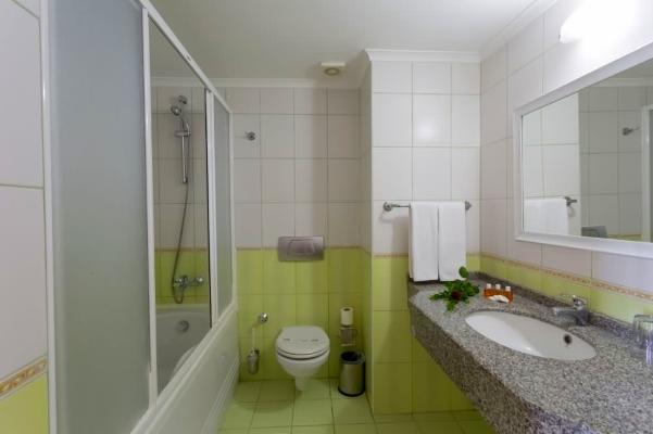 Alanya, Hotel Grand Santana, camera, baie, cada, chiuveta.jpg