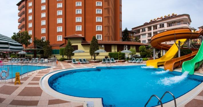 Villa-Moon-Floer-Hotel-Aquapark-1-1-710x375.jpg