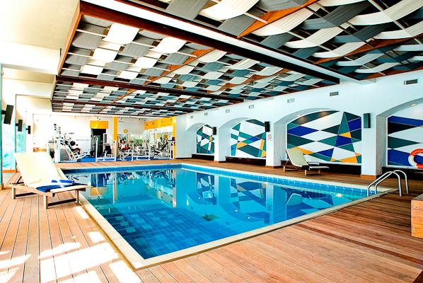 Corfu, Hotel Corfu Holiday Palace, piscina interioara.jpg