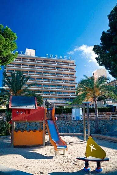 Fergus Tobago, exterior, hotel, loc de joaca pt copii.jpg
