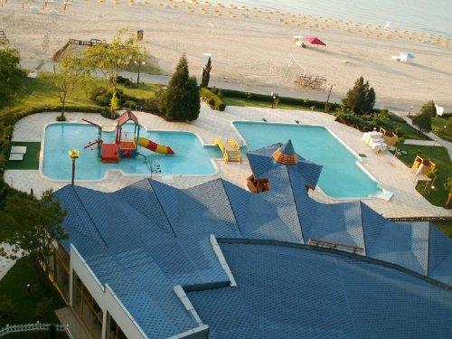 Hotel Kaliakra Superior piscina.jpg