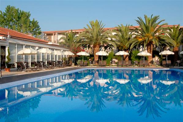 Zakynthos, Hotel Zante Park, piscina exterioara, sezlonguri.jpg