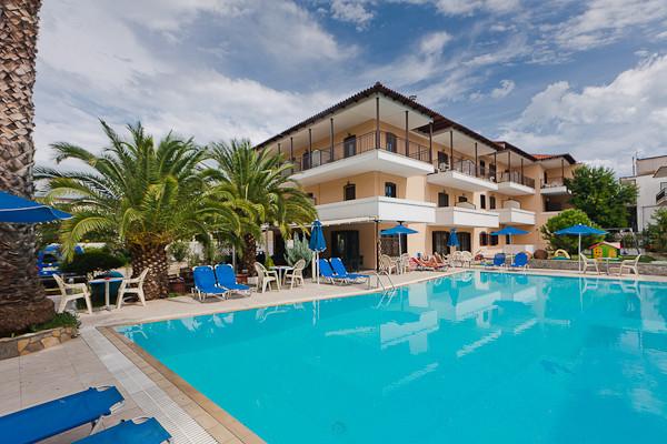 Thassos, Hotel Pegassus, piscina exterioara.jpg