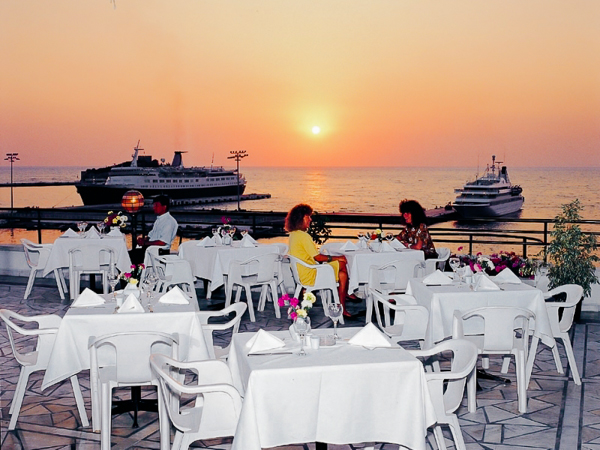 Kusadasi, Hotel Surtel, restaurant, exterior, mare.jpg