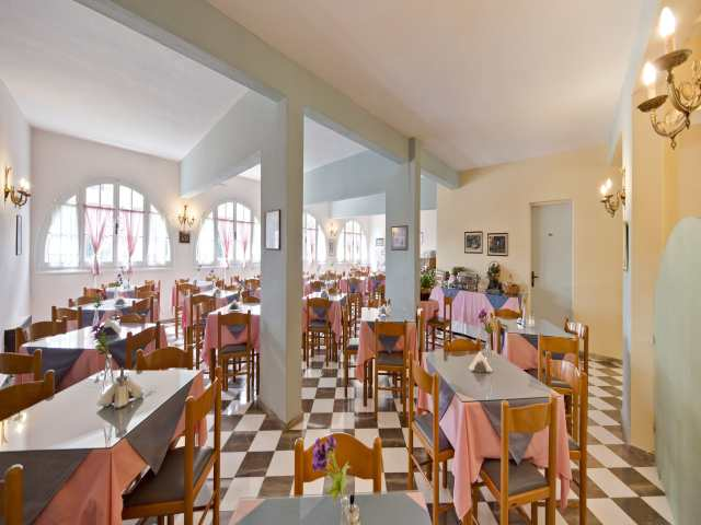 restaurant1_At_the_omiros_hotel.jpg