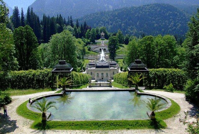 linderhof-palace-266039_640.jpg
