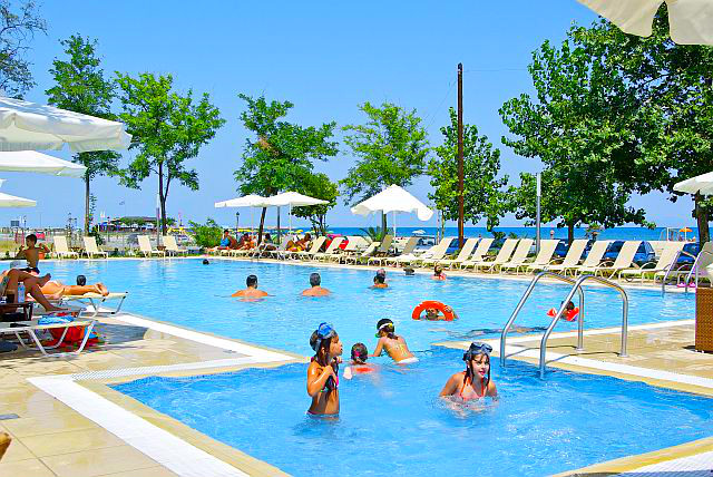 Olympic Beach, Hotel Giannoulis, exterior, piscina, sezlonguri, mare.jpg