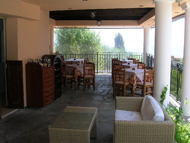 restaurant28541_AT_THE_yannis_hotel.jpg