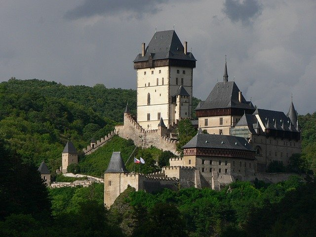 castle-1096069_640.jpg