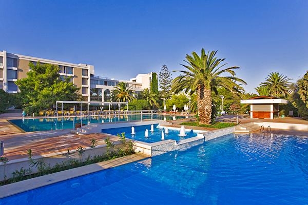 Kos, Hotel Caravia Beach, piscina exterioara.jpg