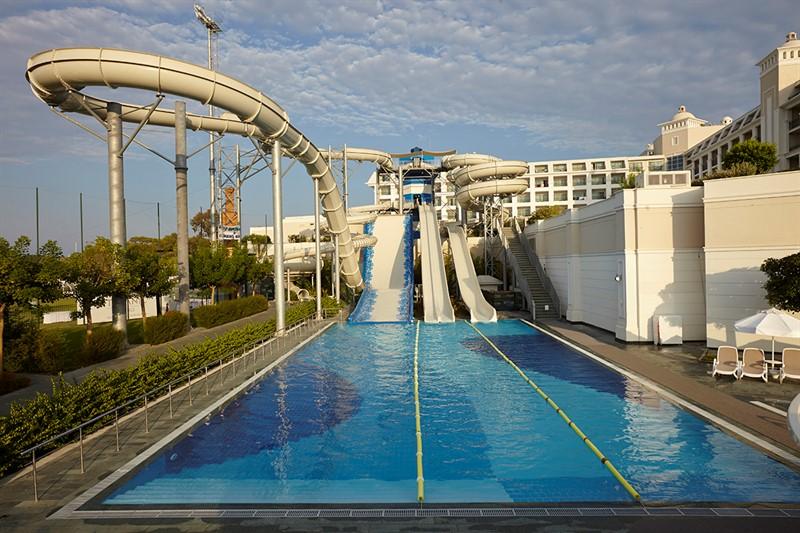 Titanic Deluxe - pools (4)_800x533.jpg