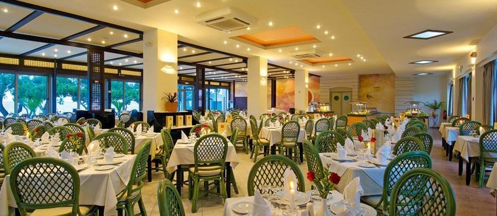 Restaurant Hotel Santa Marina Beach.jpg