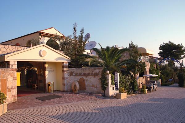 Halkidiki, Hotel Kriopigi Beach, intrare.jpg