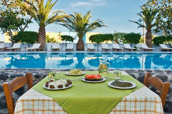 Santorini, Makarios Beach, exterior, piscina, terasa.jpg