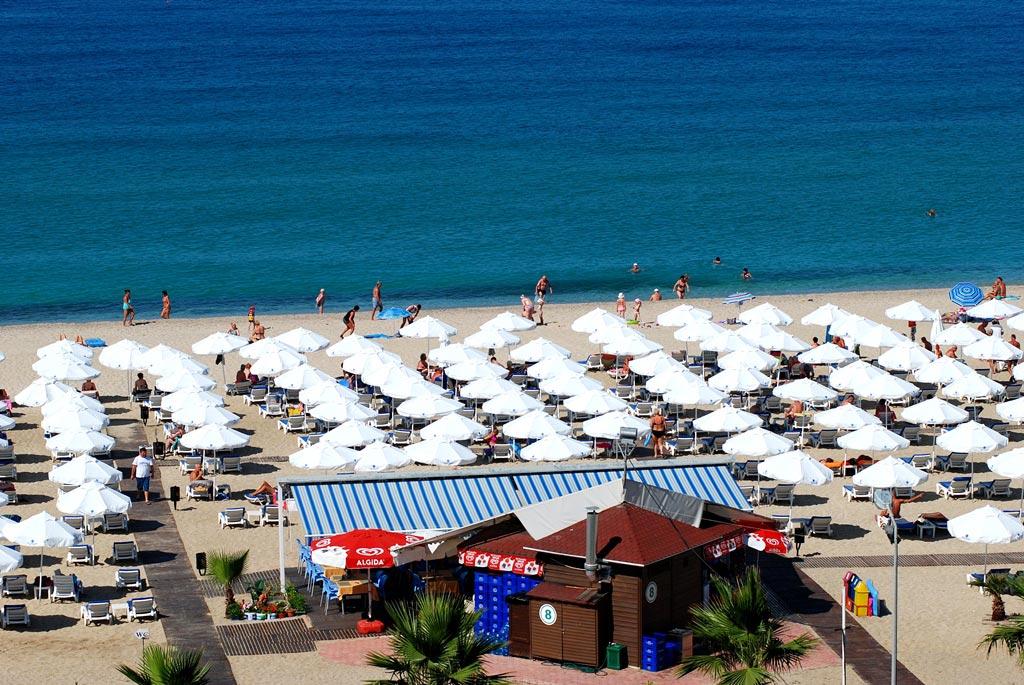 grand_zaman_garden_hotel_private_beach_02.jpg