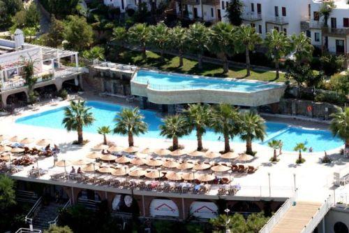 Hotel Blue Dreams piscina.jpg