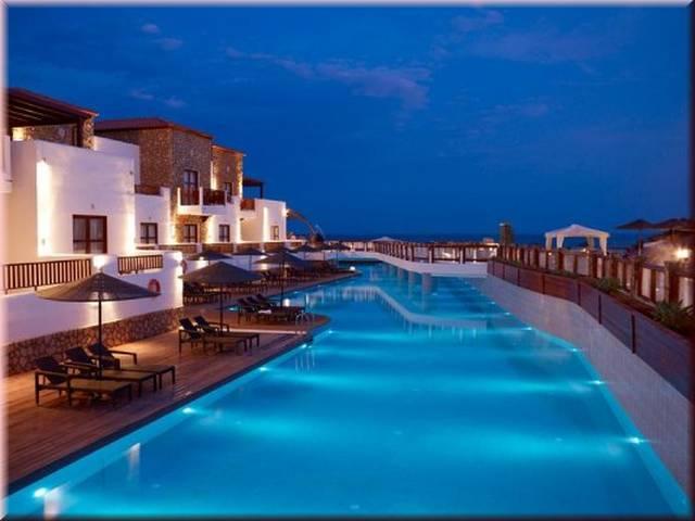 Costa Lindia piscina rau.jpg