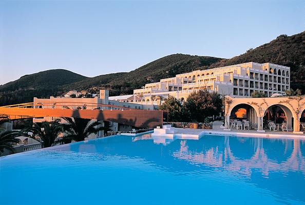 Corfu, Hotel Marbella, piscina exterioara.jpg
