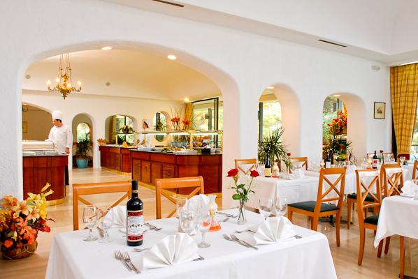 Corfu, Hotel Corfu Holiday Palace, restaurant.jpg