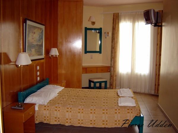 hotel_ilios_room001.jpg