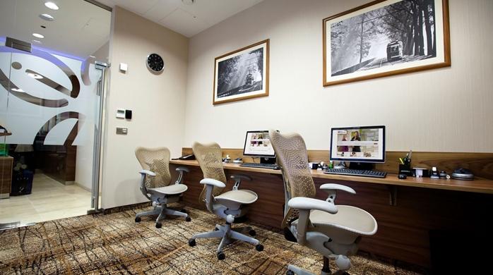 GI_businesscenter_4_698x390_FitToBoxSmallDimension_Center.jpg