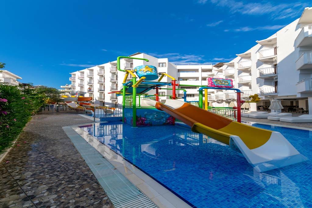iphotels_ideal_panaroma_pool_10.jpg