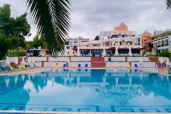 Halkidiki, Hotel Atrium, piscina.jpg