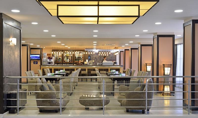 Lobby bar Bay.jpg